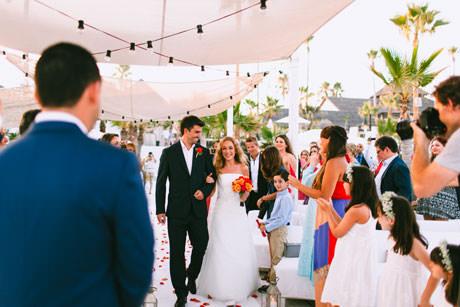 romantica y emotiva boda en la playa de marbella