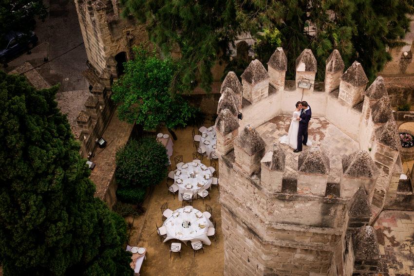 beso en la torre del castillo de cadiz