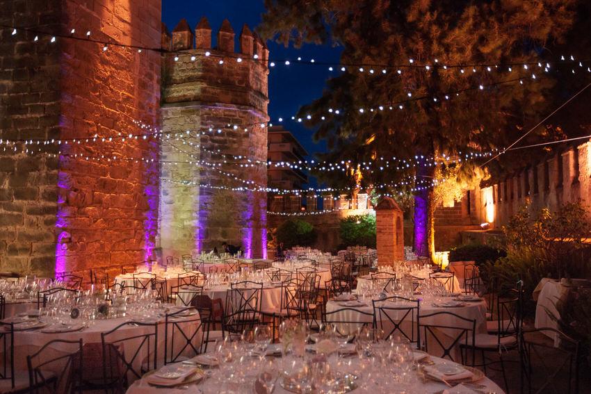 boda en el castillo san marco cadiz, decoración con luces y farolillo