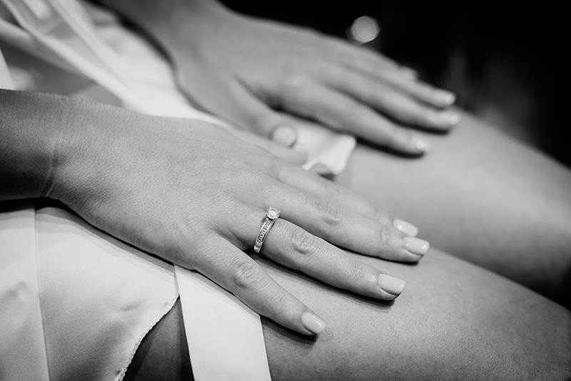 detalle de la mano de la novia
